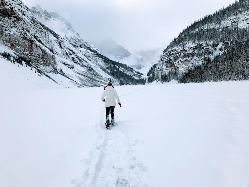 جھیل لوئیس پر Snowshoe