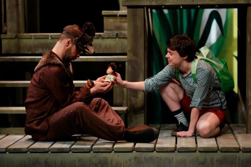 若者がジャングルブックを制作するためのカルーセル劇場